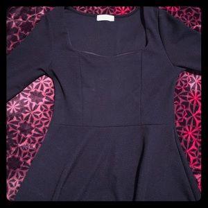 Black Quarter Length sleeve w/Square neckline